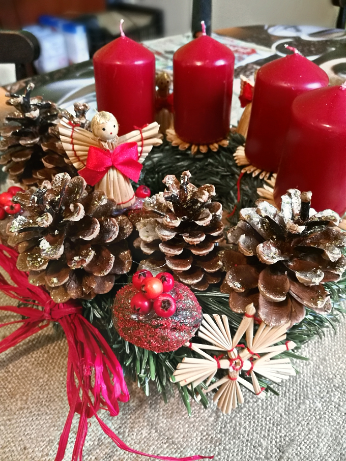 DIY Advent Wreath - Blogmas 2017 Day 3 - Anna Can Do It!