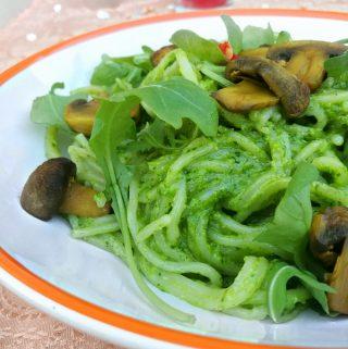 Spinach Pesto Pasta with Mushroom & Arugula – Blogmas 2017 Day 17
