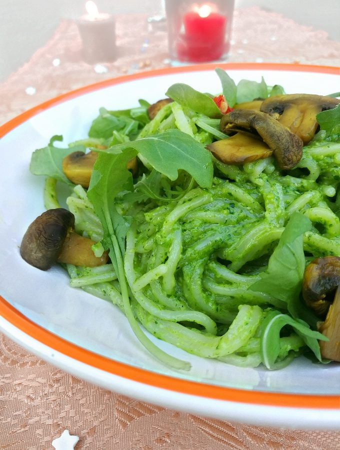 Spinach Pesto Pasta with Mushroom & Arugula - Blogmas 2017 Day 17 - Anna Can Do It!