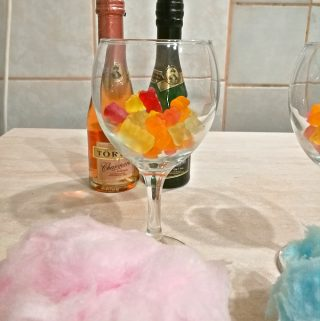 New Year's Eve Cotton Candy Champagne – Blogmas 2017 Day 27