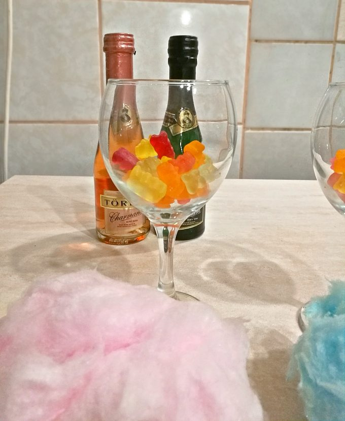 New Year's Eve Cotton Candy Champagne - Anna Can Do It!